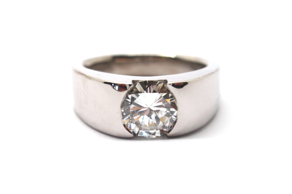 Solitaire brilliant cut diamond in a wide tapering band
