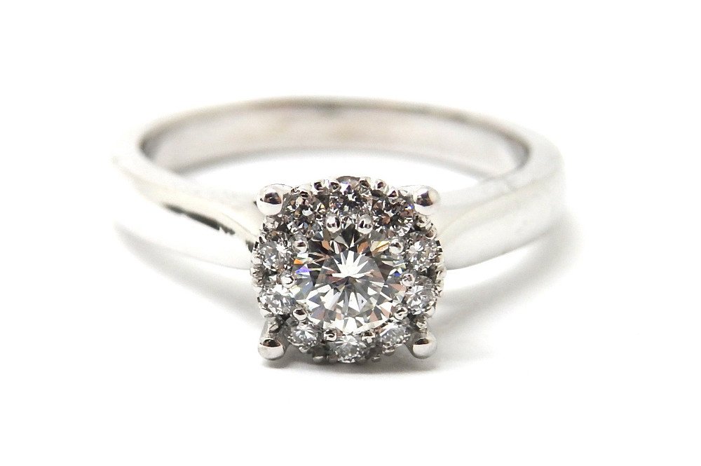 Illusion centre solitaire ring with four large outside claws