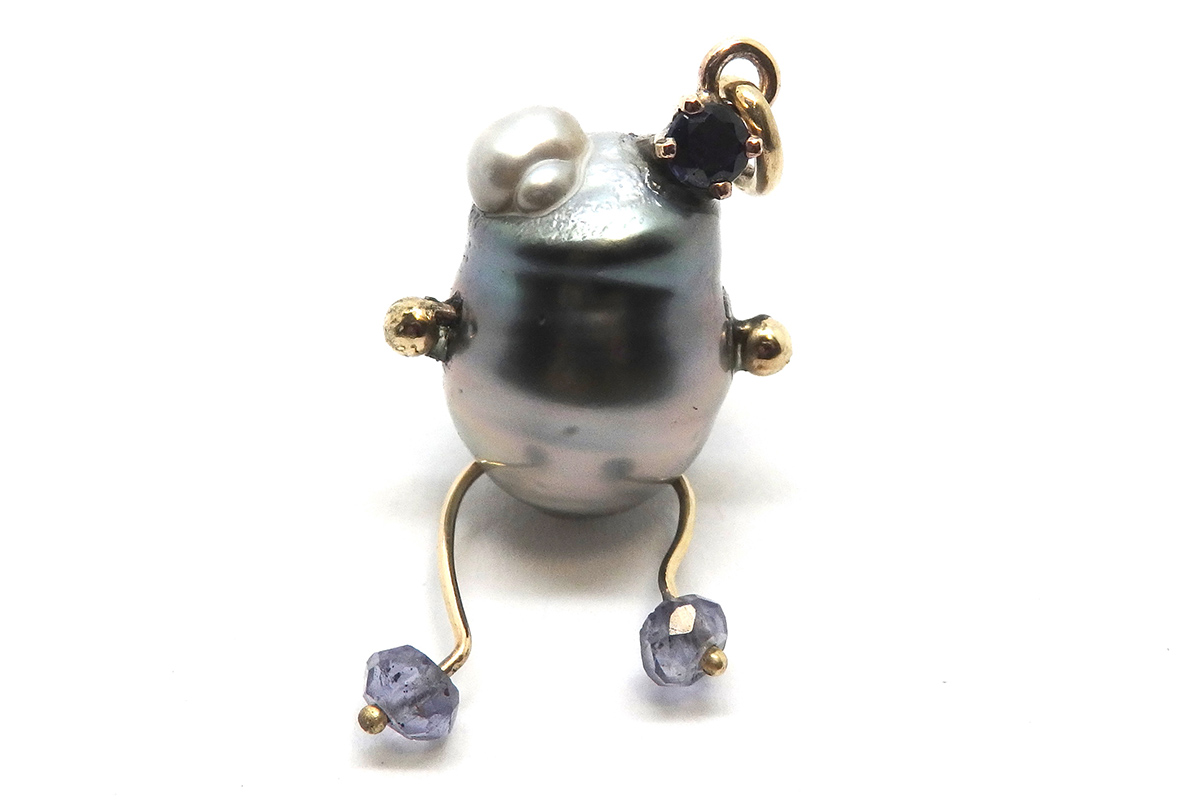 Tahitian pearl frog pendant with sapphires and gold