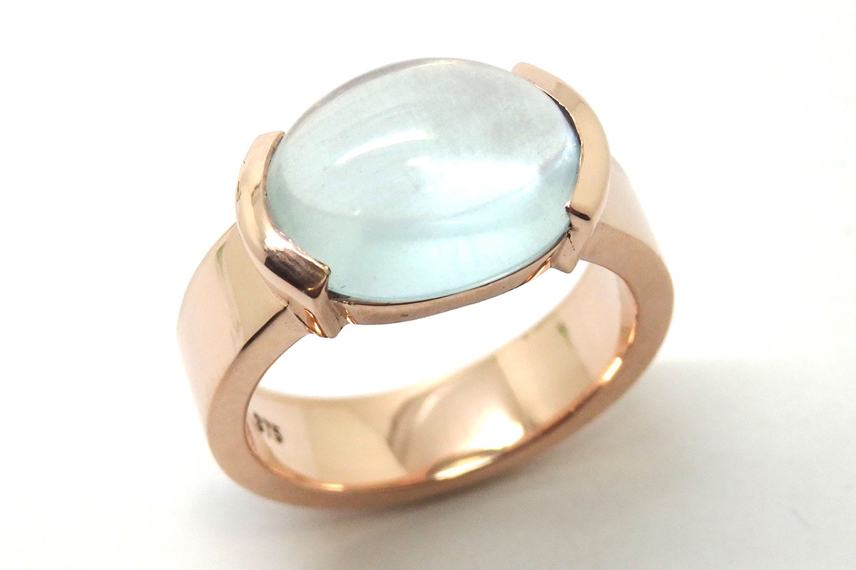 Cabochon oval aquamarine end set in a rose gold ring